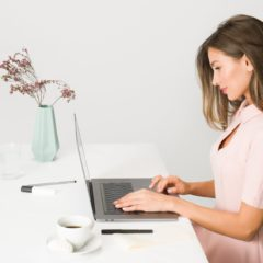 4 Discreet Lower Body Exercises You Can Do at Your Desk