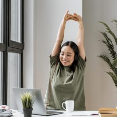 6 Convincing Reasons to Stretch at Your Desk